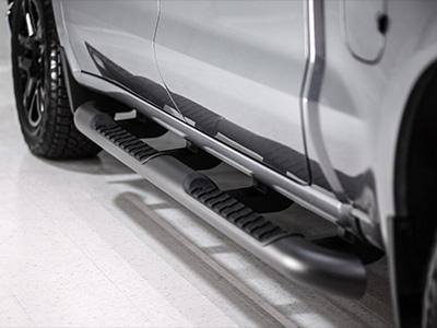 Crew Cab 4-Inch Round Assist Steps in Black